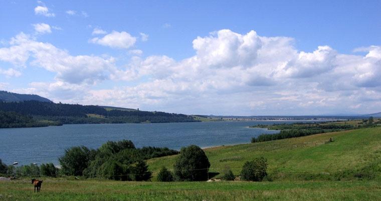 Jezioro czorsztyńskie. Widok z osady turystycznej Czorsztyn
