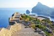 Wysoka platforma widokowa z widokiem na morze na Majorce na przylądku Formentor
