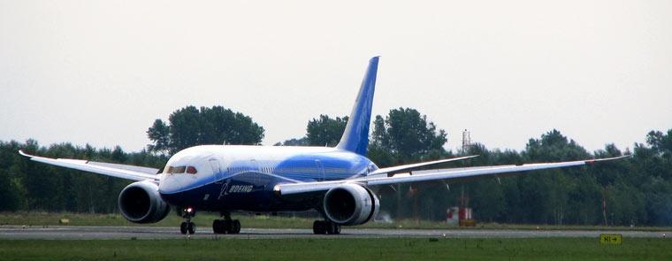 Boeing 787 Dreamliner na Lotnisku w Warszawie