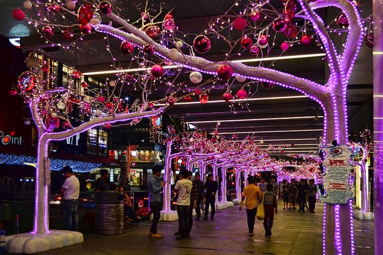 Dekoracje świąteczne na Boże Narodzenie w wzdłuż ulicy Orchard Road, 2012