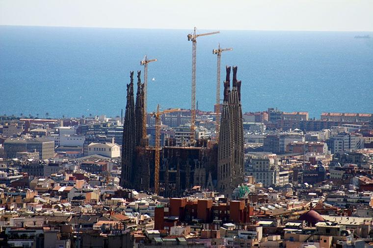 Sagrada Familia z Park Güell; aut. Year of the dragon
