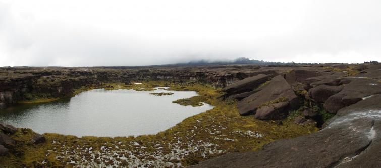 jezioro Gladys na szczycie Roraimy - panoramy - Wenezuela