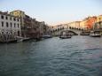 Widok z tramwaju wodnego. Most Rialto. - Wenecja - Włochy