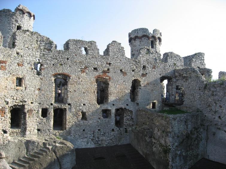 Ogrodzieniec - Polska