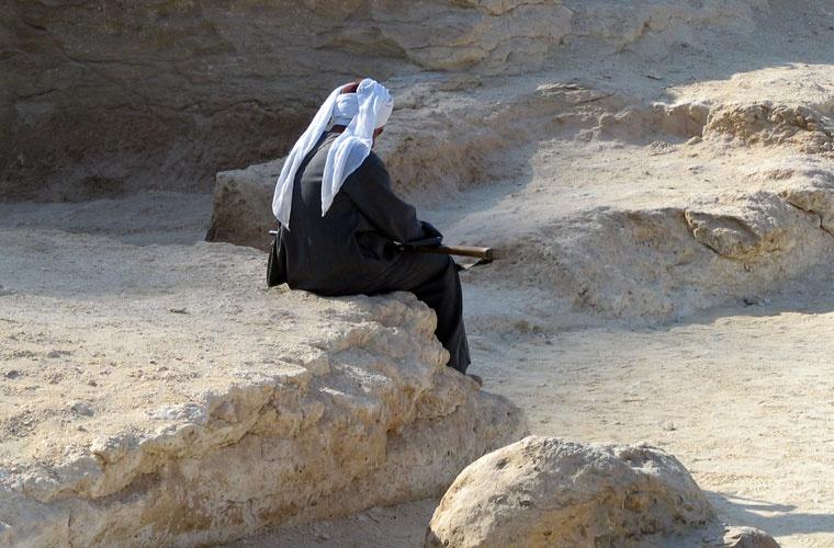 Strażnik pilnujący okolice grobowców - Egipt – relacje z podróży